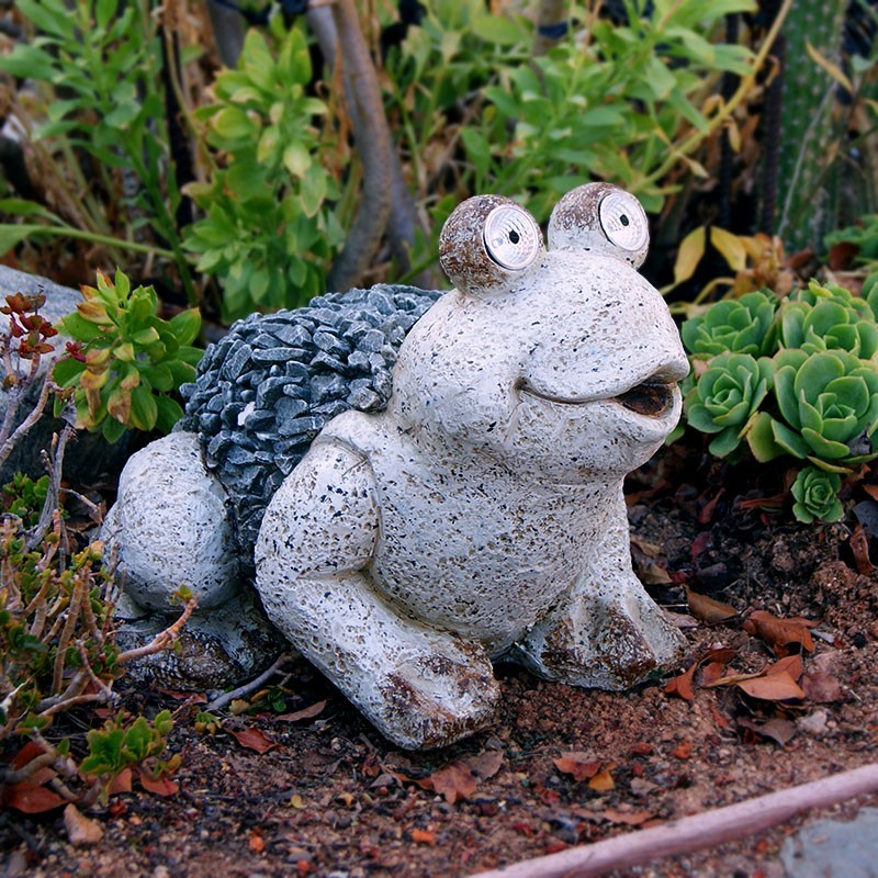 """Stsatuette For Outdoor Ponds: 12"""" Solar Frog Statue"""