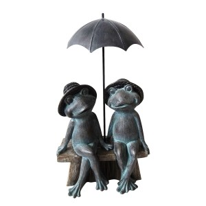 Polyresin Sitting Frog Couple Under Umbrella Statuary
