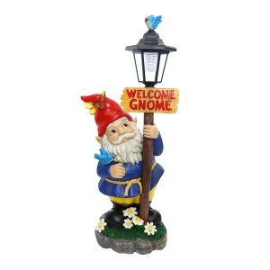 Solar Welcome Gnome with Street Light Post Statue